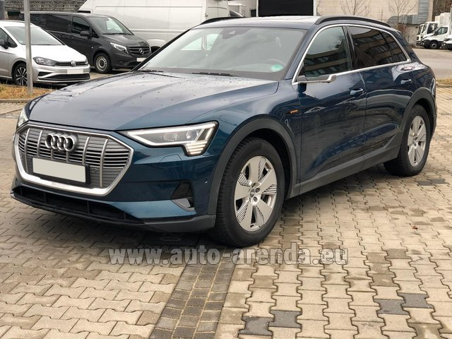 Hire and delivery to Bogenhausen the car Audi e-tron 55 quattro (electric car)