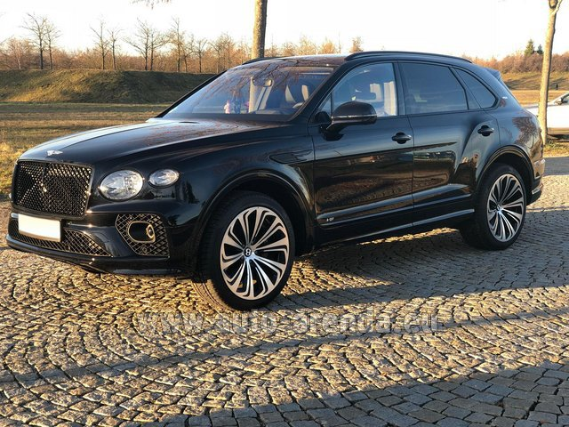 Rental Bentley Bentayga V8 new Model 2021 in München Bayern