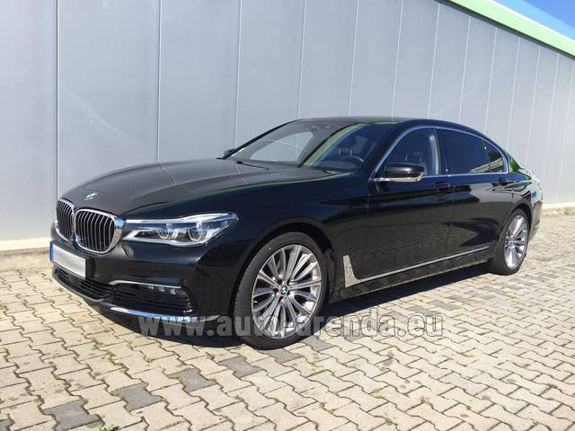 Hire and delivery to the München airport the car BMW 740 Lang xDrive M Sportpaket Executive Lounge