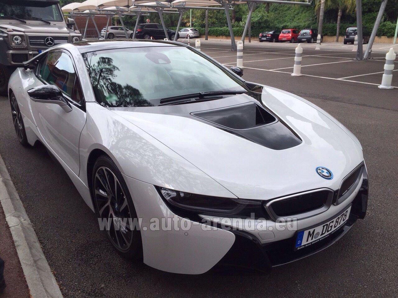 Аренда автомобиля БМВ i8 Купе Pure Impulse в Мюнхене в Баварии