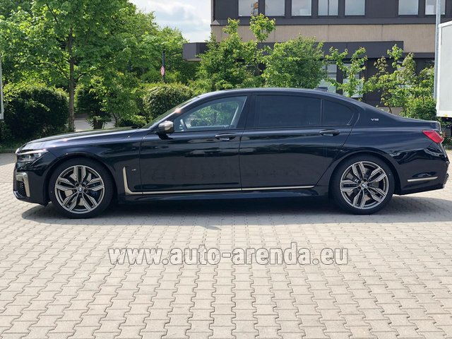 Hire and delivery to the München airport the car BMW M760Li xDrive V12
