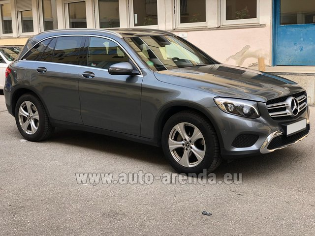 Hire and delivery to Schwanthalerhöhe the car Mercedes-Benz GLC 220d 4MATIC AMG equipment