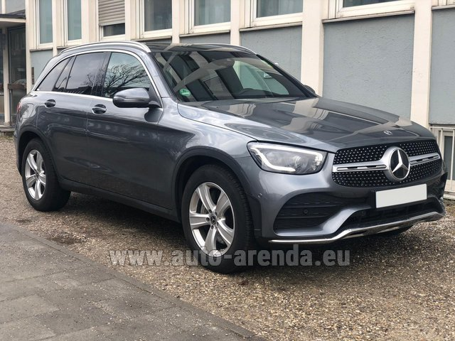 Hire and delivery to the München Train Station the car Mercedes-Benz GLC 220d 4MATIC AMG equipment