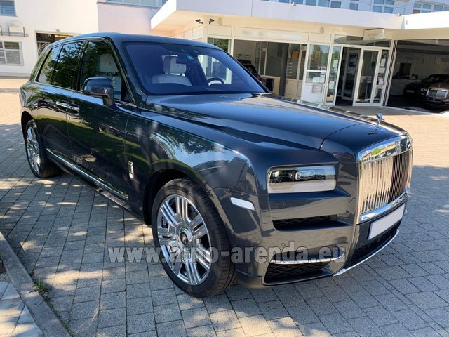 Hire and delivery to the München airport the car Rolls-Royce Cullinan dark grey