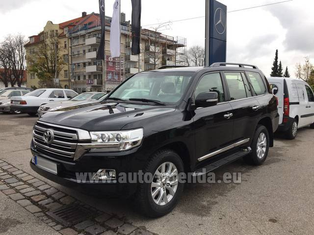 Hire and delivery to Maxvorstadt the car Toyota Land Cruiser 200 V8 Diesel