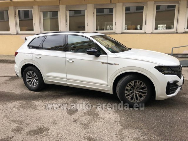 Hire and delivery to the München Train Station the car Volkswagen Touareg R-Line